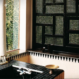 Arabesque wood screen
